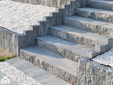 Aranżacje wnętrz - Ogród: bloki schodowe Uni Split - BRUK-BET. Przeglądaj, dodawaj i zapisuj najlepsze zdjęcia, pomysły i inspiracje designerskie. W bazie mamy już prawie milion fotografii!