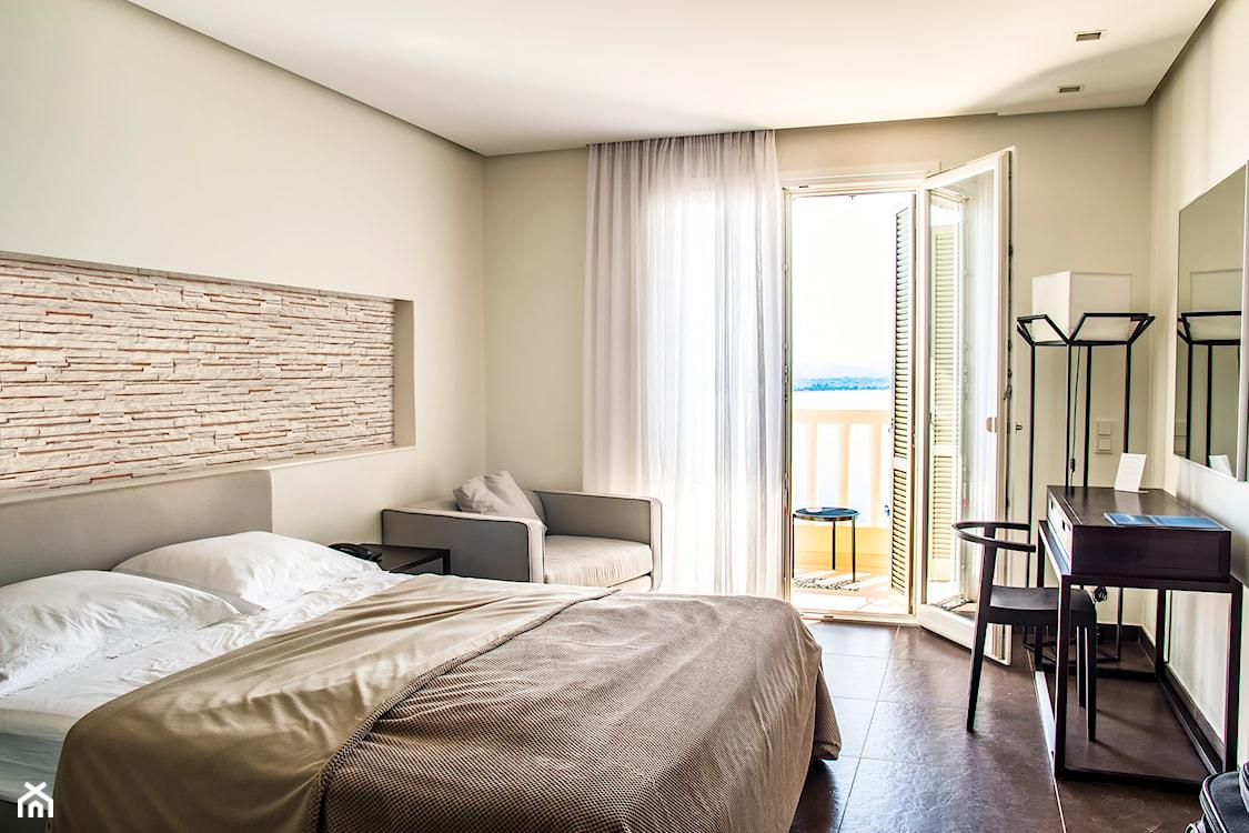 kamień dekoracyjny w sypialni, kamień dekoracyjny nad łóżkiem