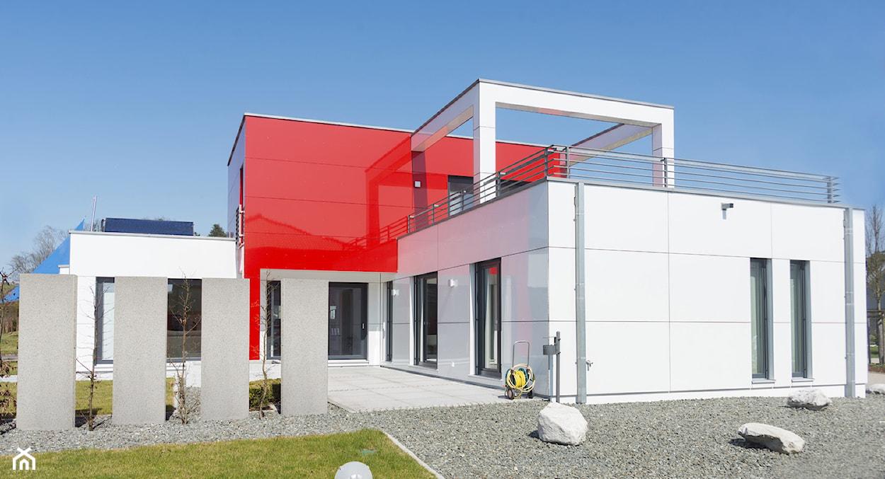 nowoczesny dom, beton w ogrodzie