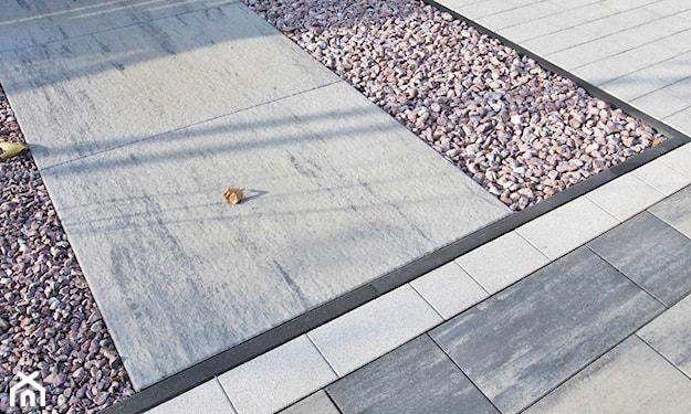 płyty betonowe, ścieżka w ogrodzie