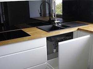 KUCHNIA 04 - Biała czarna kuchnia, styl nowoczesny - zdjęcie od meblowomi