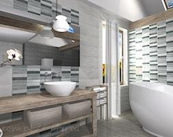 Łazienka 4 - Mała szara łazienka na poddaszu w domu jednorodzinnym z oknem, styl tradycyjny - zdjęcie od Salon Łazienek JACEK - Homebook