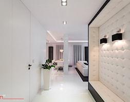 czarno- biały apartament 125m2 - Średni biały hol / przedpokój, styl minimalistyczny - zdjęcie od bm2 brzostek maciej - Homebook