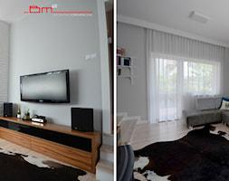 generalny remont domu - Średni szary biały salon z jadalnią z tarasem / balkonem, styl eklektyczny - zdjęcie od bm2 brzostek maciej