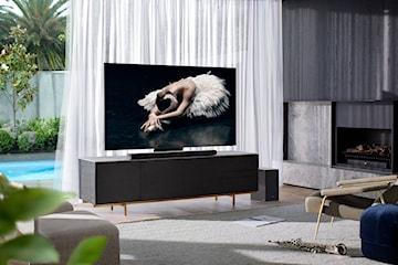 Czy duży telewizor musi dominować w pomieszczeniu? Zobacz sposób na idealny kompromis dużego ekranu i pięknego wnętrza