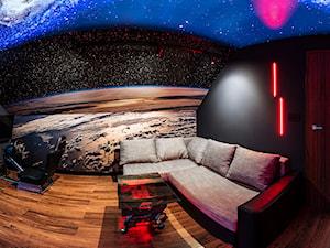 Space Room - Średnie czarne biuro domowe kącik do pracy na poddaszu w pokoju - zdjęcie od Pracownia Projektowa Decoretti - Agata Jachimowicz