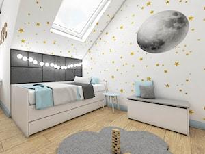 Dom w Czaplach - Mały szary pokój dziecka dla chłopca dla dziewczynki dla malucha - zdjęcie od Pracownia Projektowa Decoretti - Agata Jachimowicz