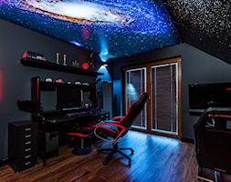 Space Room - Średnie szare biuro domowe na poddaszu w pokoju - zdjęcie od Pracownia Projektowa Decoretti - Agata Jachimowicz