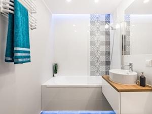 Mieszkanie w Gdyni - Metamorfoza - Średnia biała łazienka w bloku w domu jednorodzinnym bez okna, styl skandynawski - zdjęcie od Pracownia Projektowa Decoretti - Agata Jachimowicz