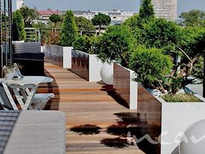 Białe donice tarasowe długie - zdjęcie od Studio projektowe INSPIRACJE