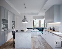 Dom pod Łodzią - Duża otwarta szara kuchnia w kształcie litery u z wyspą z oknem, styl klasyczny - zdjęcie od O.Fiedorowicz