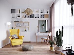 Boho mieszkanie w Warszawie - Średnie beżowe zielone biuro kącik do pracy w pokoju, styl skandynawski - zdjęcie od O.Fiedorowicz