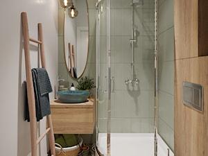 Boho mieszkanie w Warszawie - Mała biała zielona łazienka bez okna, styl prowansalski - zdjęcie od O.Fiedorowicz
