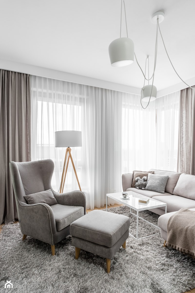 Mieszkanie w stylu Audrey - Mały biały salon, styl skandynawski - zdjęcie od MΛKΛ Studio