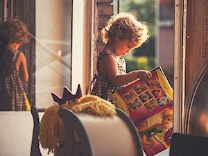 Drewniany wózek dla lalek KREKE - zdjęcie od Oloka-Gruppe