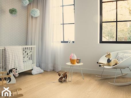 Pokój dziecka - Średni biały szary pokój dziecka dla chłopca dla dziewczynki dla niemowlaka, styl minimalistyczny - zdjęcie od Quick Step
