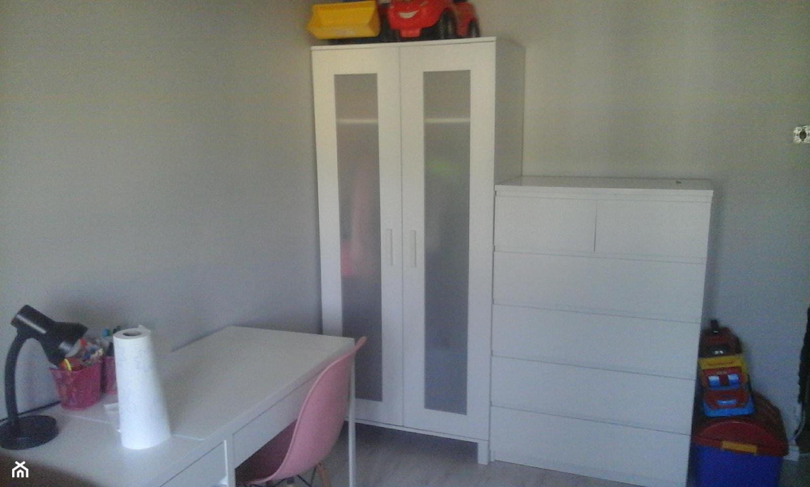 pokoj rodzeństwa 12m2 mieszkanie w bloku - Mały szary pokój dziecka dla dziewczynki dla ucznia dla ... - zdjęcie od justyna1990 - Homebook