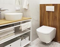 Łazienka z płytkami imitującymi drewno w jodełkę - Mała szara łazienka w bloku w domu jednorodzinnym ... - zdjęcie od Voight Interiors - Homebook