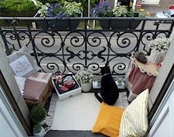 Metr kwadratowy balkonowego szczescia - Mały taras rustykalny, styl rustykalny - zdjęcie od Maya Twa