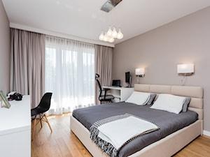 Mieszkanie na Białołęce 107m2 - Średnia beżowa sypialnia małżeńska, styl nowoczesny - zdjęcie od MODIFY - Architektura Wnętrz