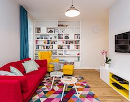 Kolorowe mieszkanie na Mokotowie - Średni biały salon, styl nowoczesny - zdjęcie od MODIFY - Architektura Wnętrz - Homebook