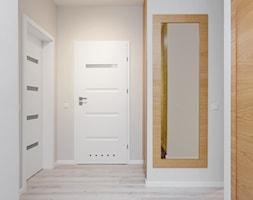 Mieszkanie przy Parku Szczęśliwickim - Średni biały beżowy hol / przedpokój, styl nowoczesny - zdjęcie od MODIFY - Architektura Wnętrz