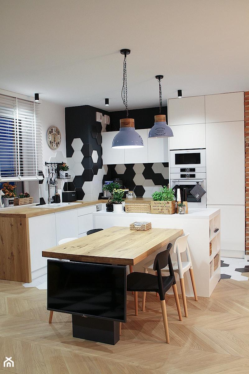 Moje Pierwsze M  53 5 m2  Sląsk  Mała otwarta kuchnia w   -> Kuchnia Mala Z Wyspą