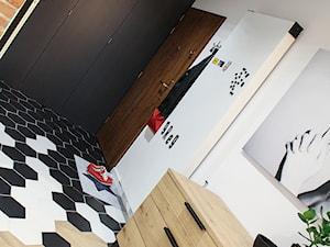 Moje Pierwsze M - 53.5 m2 - Sląsk - Średni biały hol / przedpokój, styl eklektyczny - zdjęcie od Grzegorz - Mały Inwestor