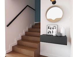 Klatka schodowa w stylu mid-century modern - zdjęcie od Boho Studio