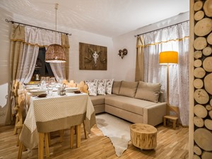 Dom Miód, Zakopane - Mała biała jadalnia w salonie, styl rustykalny - zdjęcie od www.tatrytop.pl