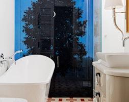 mieszkanie prywatne - Mała biała łazienka na poddaszu w bloku w domu jednorodzinnym z oknem, styl eklektyczny - zdjęcie od Izabela Rydygier Architektura Wnętrz