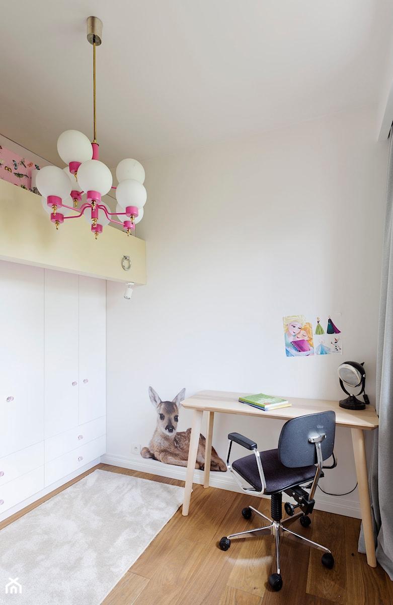 mieszkanie prywatne - Mały biały pokój dziecka dla chłopca dla dziewczynki dla ucznia dla malucha dla nastolatka, styl nowojorski - zdjęcie od Izabela Rydygier Architektura Wnętrz