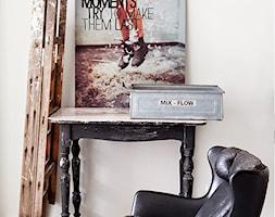 Wymowny plakat w centralnym miejscu na biurku. Jak odzyskać motywację? - zdjęcie od cleo-inspire