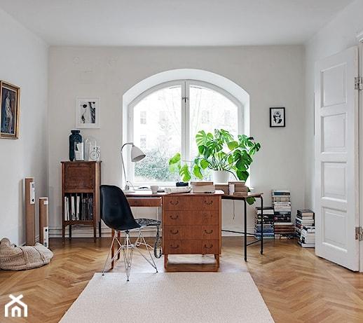 Jaki kolor ścian pasuje do brązowych mebli?