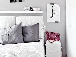 Półki nad łóżkiem - jak je wykorzystać i jak je udekorować?