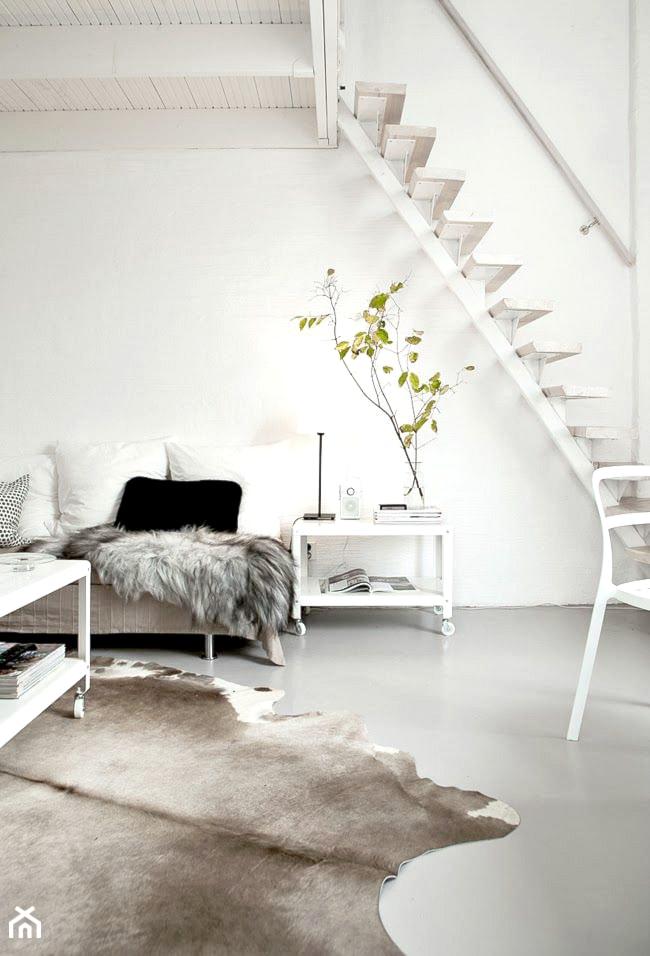 Jak ciekawie wykorzystać miejsce pod schodami? - zdjęcie od cleo-inspire