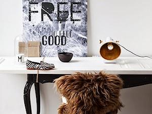 Wymowny plakat w centralnym miejscu na biurku. Jak odzyskać motywację?