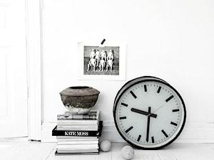 Stojące zegary - minimalizm współczesnego projektu.