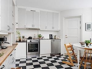 Meble vintage w nowym skandynawskim mieszkaniu.