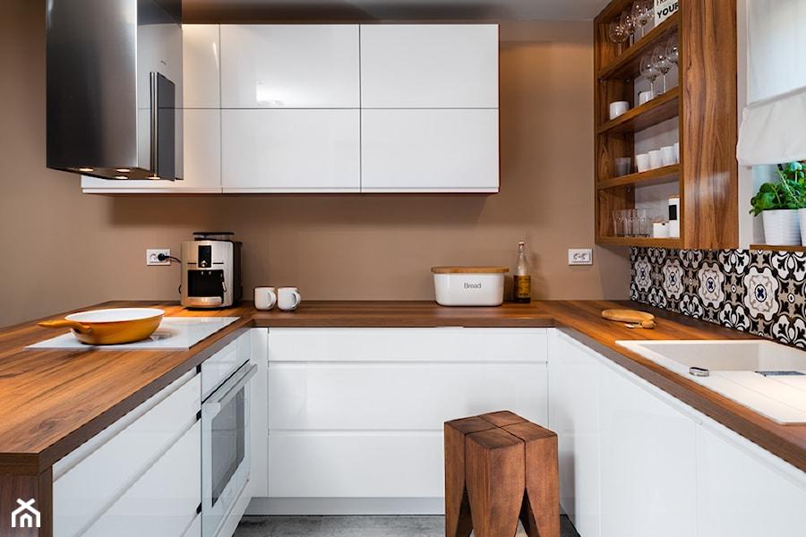 szeregówka po duńsku  Mała wąska kuchnia w kształcie litery u w aneksie, sty   -> Nowoczesna Kuchnia Najnowsze Trendy W Projektowaniu