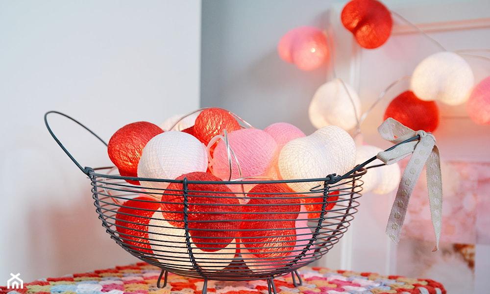 cotton balls w drucianej misce