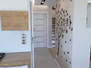 Dom jednorodzinny w Radomiu Borki - Średni beżowy hol / przedpokój, styl nowoczesny - zdjęcie od magda dabinska Projektowo