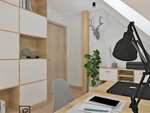 Biuro domowe - Małe beżowe białe biuro domowe na poddaszu, styl skandynawski - zdjęcie od Anna Romik Architektura Wnętrz