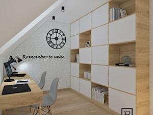 Biuro domowe - Średnie białe biuro pracownia kącik do pracy na poddaszu, styl skandynawski - zdjęcie od Anna Romik Architektura Wnętrz