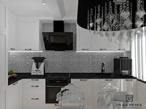 Kuchnia Glamour - Mała otwarta szara kuchnia w kształcie litery l z oknem, styl glamour - zdjęcie od Anna Romik Architektura Wnętrz