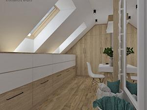 Garderoba - Średnia zamknięta garderoba z oknem na poddaszu oddzielne pomieszczenie, styl skandynawski - zdjęcie od Anna Romik Architektura Wnętrz