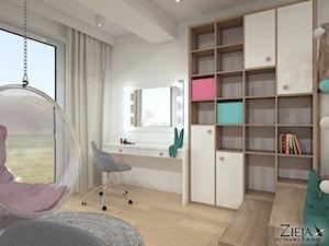 Pokój Ali - Mały biały pokój dziecka dla dziewczynki dla nastolatka, styl nowoczesny - zdjęcie od Zieja Interiors Design