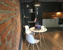 projekt mieszkania - Poznań, Dębiec - Średnia otwarta czarna kuchnia jednorzędowa, styl nowojorski - zdjęcie od NKW - wnętrza