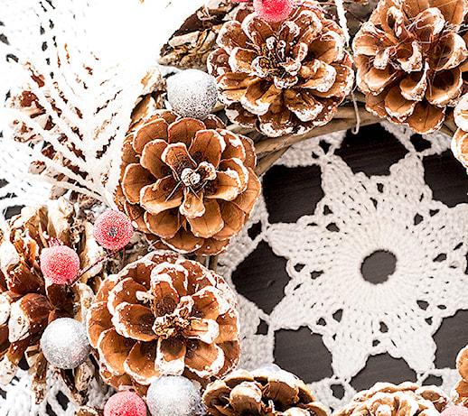 Stroiki z szyszek – jak zrobić świąteczne ozdoby w duchu eko? 5 pomysłów