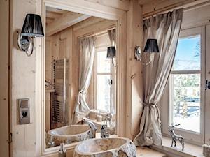Chalet Nr 4 - Ornacki - Średnia łazienka z oknem, styl rustykalny - zdjęcie od Górska Osada - Luxury Chalets in Tatra Mountains